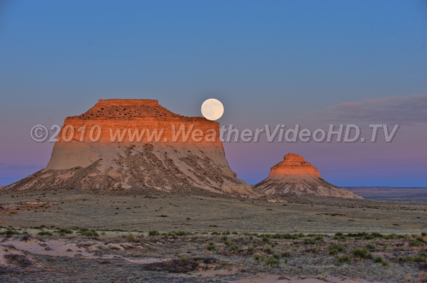 Moonrise at Sunset Moonrise over the Pawnee Buttes in northern Coloado