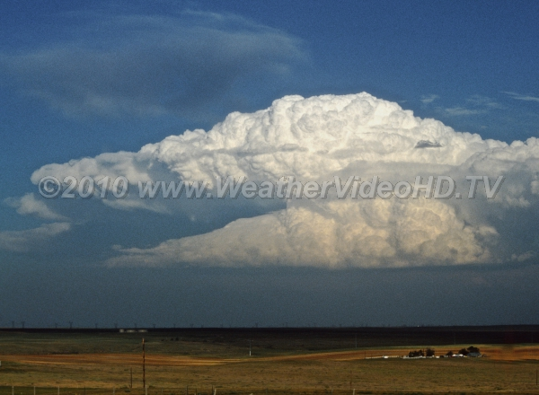LP Supercell The rain free base indicates a low precipitation (LP) supercell over the High Plains