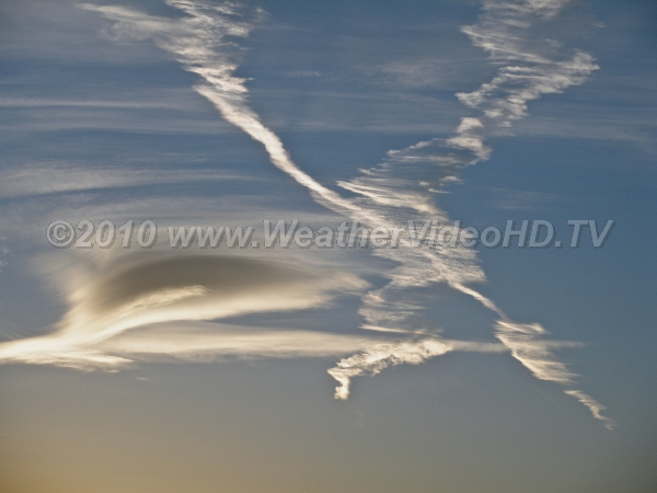 X Crossed contrails show the effects of shear and turbulence in the upper troposphere