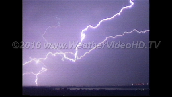 Night Lightning Long IC discharge with CG to ground