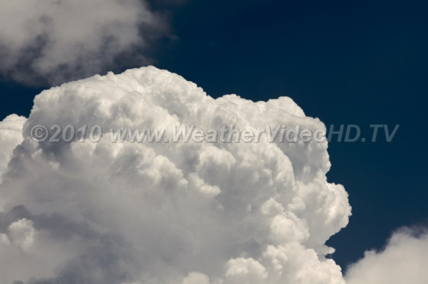 Boiling Upwards Rapidly growing cumulus propelled by strong updrafts of  tens of meters per second