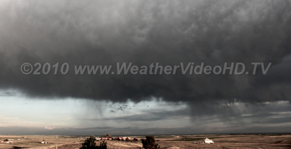 Scary Sky Virga falling from anvil of approaching thunderstorm