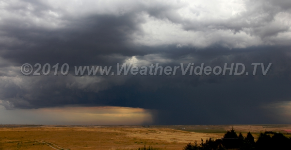 Donwburst Rainshaft cools air and produces downburst winds which flow outwards from the storm